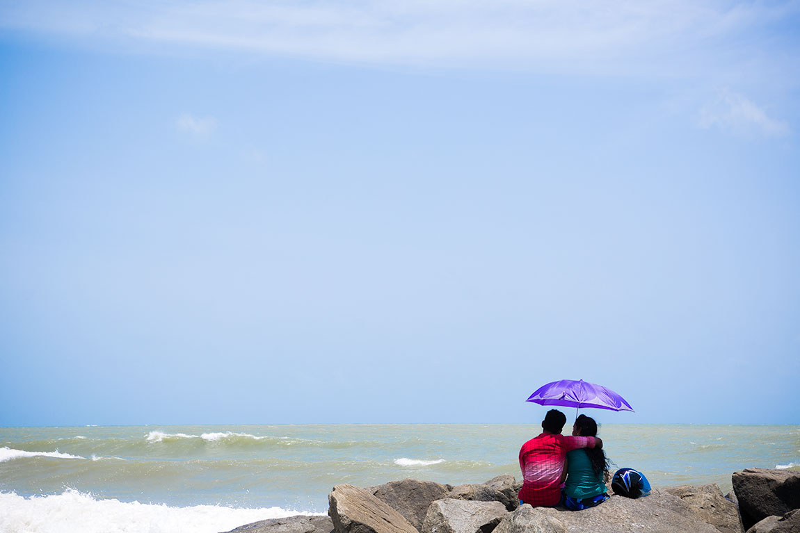 Sri Lankan couple love shoot in Negombo beach, Sri Lanka